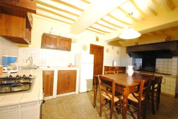 Appartamenti a cortona in toscanan casa delia for Piani di casa con 5 camere da letto con stanza bonus